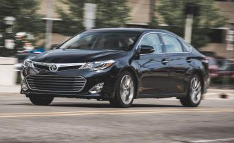 ATTENTION 2015 Toyota Avalon Hybrid Available